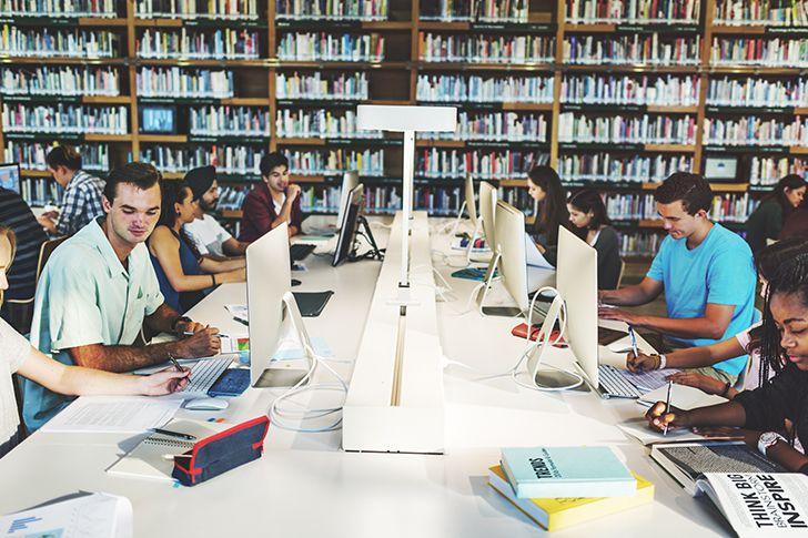 テスト期間中は学生が多い
