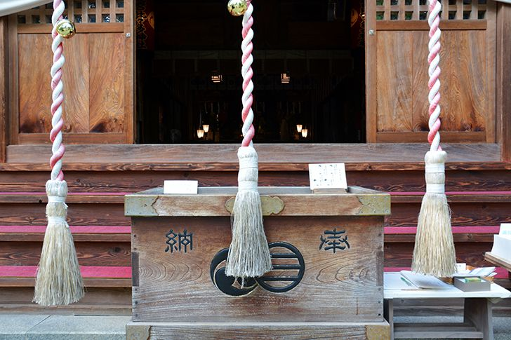 お寺は合掌、神社は二礼二拍手一礼