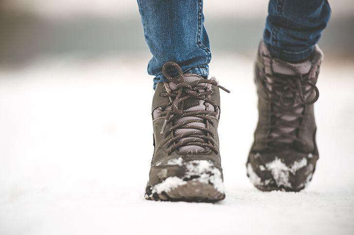 歩きやすい靴を履いていく