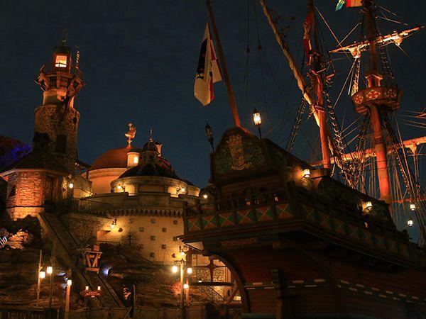 フォートレス・エクスプロレーションの上 夜の風景