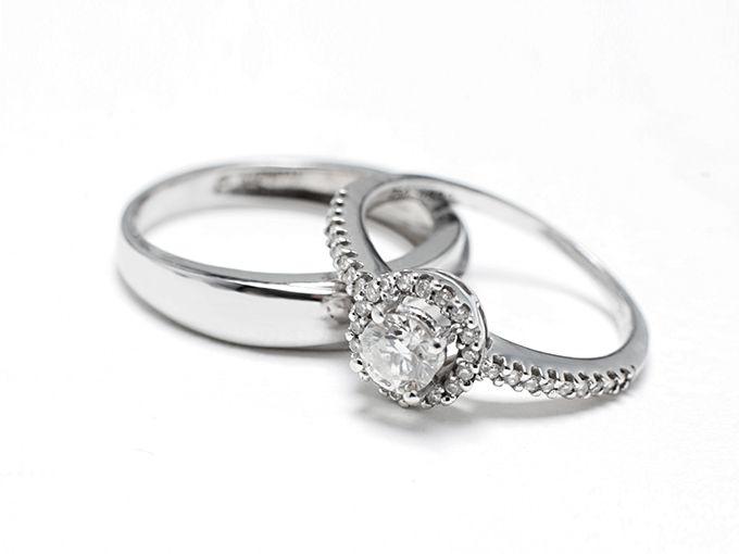 「婚約指輪」と「結婚指輪」は違う