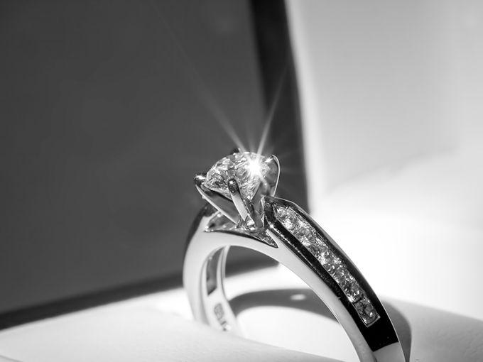 婚約指輪はダイヤモンドが主流