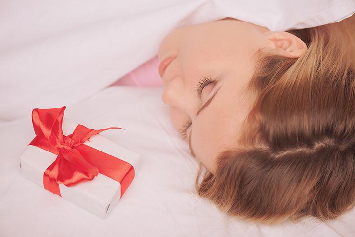 寝ている間にプレゼントを枕元に
