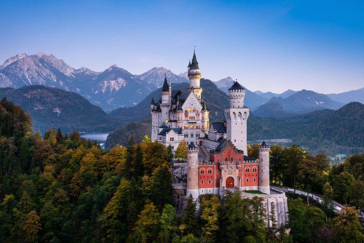 お城の前でプロポーズ
