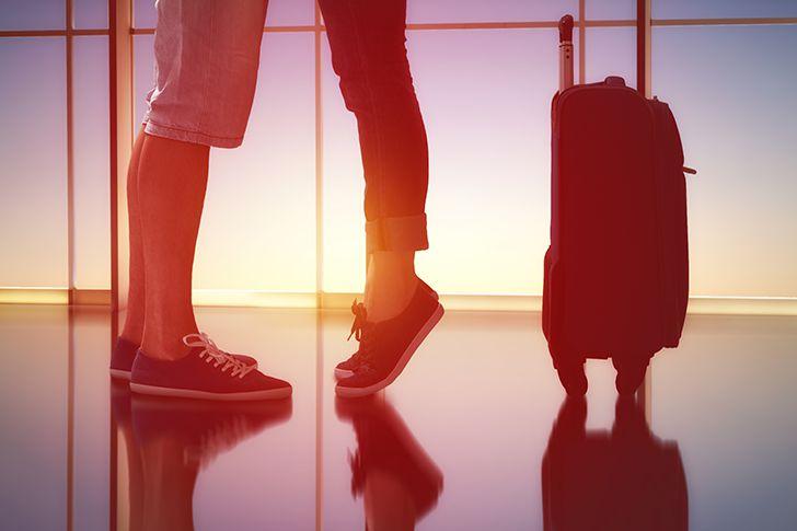遠距離や帰省の別れ際にプロポーズ