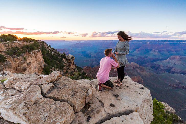 山頂で空に見守られながらプロポーズ