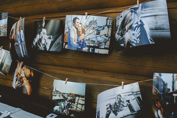 思い出の写真を部屋に飾りつける