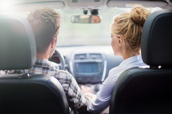 ドライブ中ラジオから流れるプロポーズ