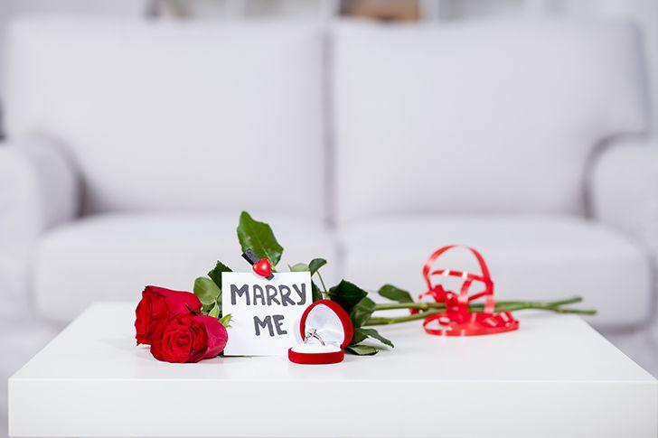 テーブルでプロポーズ