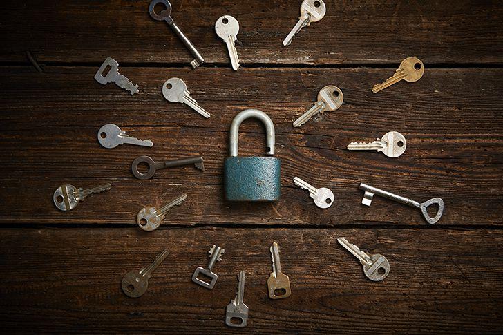 大量の鍵の中から本物を見つけ出す