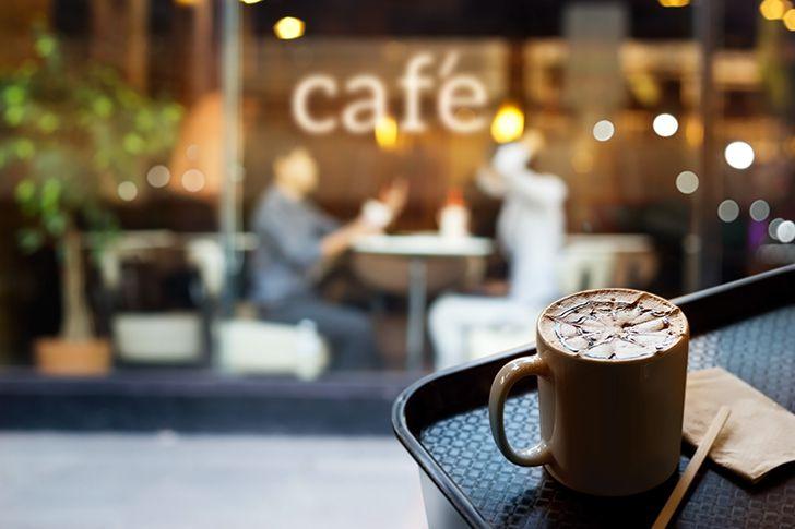 日中ならおしゃれな雰囲気のカフェで