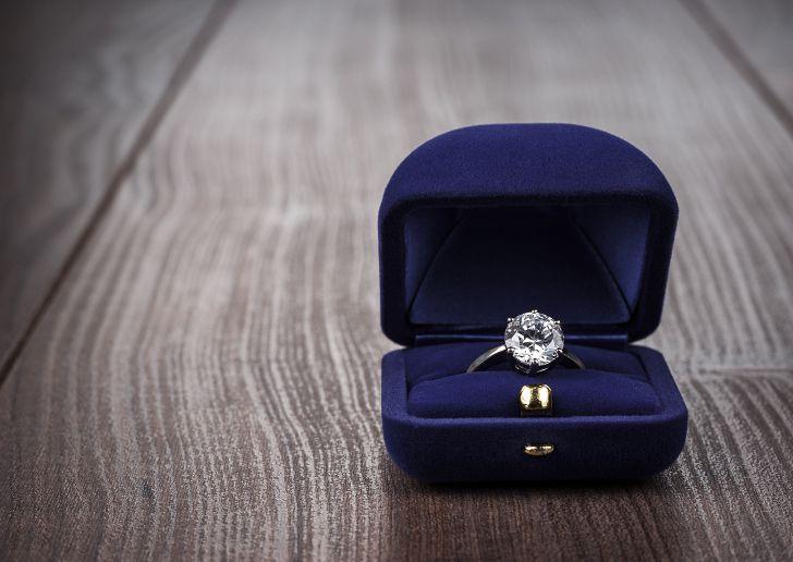 男性必読!プロポーズ前に知っておくべき婚約指輪の36の知識